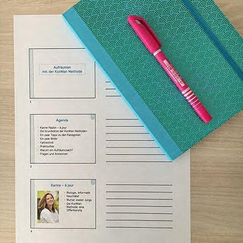 Unterlagen zum Vortrag mit einem Notizbuch und einem Schreiber